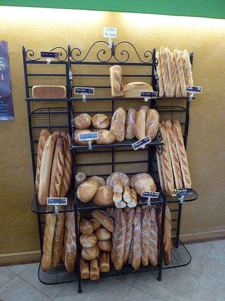 Eine der vielen leckeren Boulangeries im Zentrum von Alençon. (Foto: Kern)