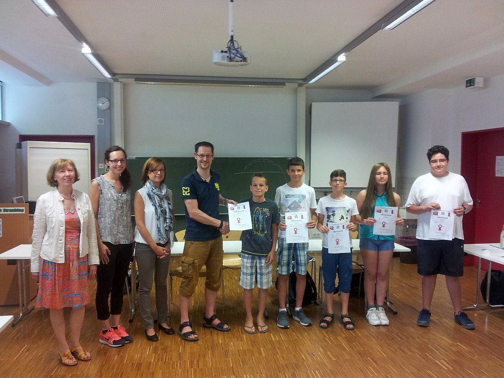 v.l.: Die Jury mit Gewinner Samuel Raab (7b), Franz Haider (7c) und David Schießl (7a), Amira Tursic (7a) und Nico Pfeffer (7b).