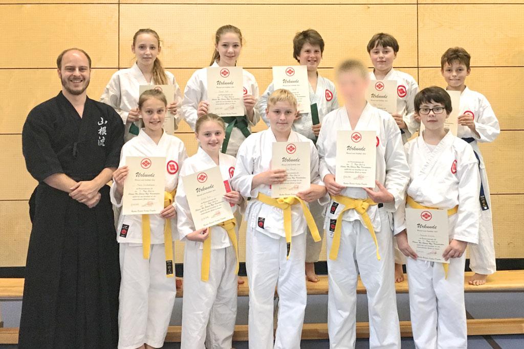 2016-06-13-Kyu-Pruefung-16-4-Schulgruppe